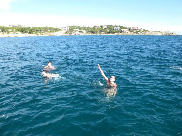 фото купающейся в море